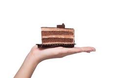 有巧克力蛋糕isolat的美丽的微笑的亚裔少妇 库存图片