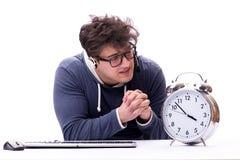 有巨型时钟的滑稽的书呆子电话中心操作员 免版税库存照片