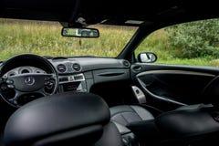 有巨大豪华内部的德国美丽的小轿车跑车 库存图片