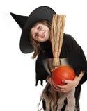 有巫婆万圣节屏蔽的小女孩 免版税库存图片