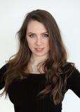 有布朗头发和美丽的蓝眼睛的妇女 免版税库存照片