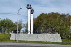 有帆船班轮大模型的石碑在彼得罗巴甫洛斯克Kamchatsky市 免版税库存图片
