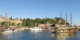 有帆船的Kaleici Oldtown港口在安塔利亚,土耳其 免版税库存照片