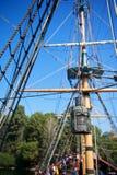 有帆船索具的老生锈的灯笼 免版税库存图片