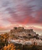 有帕台农神庙寺庙的上城反对日落在雅典,希腊 库存照片