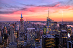 有帝国大厦的纽约中间地区惊人的日落的 免版税库存图片
