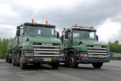 有常规小室的两辆斯科讷124G 470石渣卡车 免版税库存图片