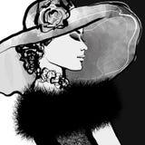 有帽子和毛皮的少妇 免版税库存照片