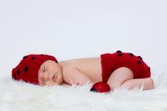 有帽子和裤子的男婴 免版税库存图片