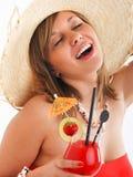 有帽子和鸡尾酒的妇女 免版税库存照片