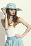 有帽子的性感的春天妇女 库存图片