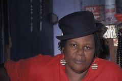 有帽子的,特立尼达蓬松卷发夫人 库存照片