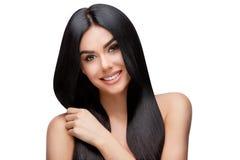 有干净的健康头发的美丽的少妇 库存图片