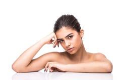 有干净的新皮肤接触的美丽的妇女拥有面孔 面部治疗 整容术、秀丽和温泉 库存图片