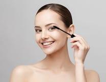 有干净的新鲜的皮肤的美丽的妇女 免版税库存图片