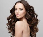 有干净的新鲜的皮肤的美丽的妇女 免版税库存照片