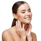 有干净的新鲜的皮肤的美丽的少妇 免版税库存图片