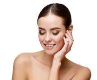 有干净的新鲜的皮肤的美丽的少妇 免版税库存照片