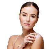 有干净的新鲜的皮肤的美丽的少妇 库存照片