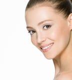 有干净的皮肤的美丽的微笑的妇女 库存照片