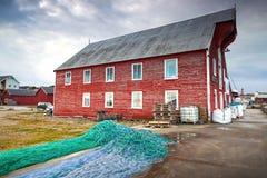 有干燥网的红色木渔谷仓 免版税库存照片