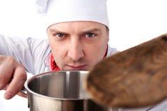有平底锅的厨师 免版税图库摄影