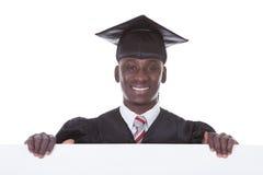 有广告牌的毕业人 免版税图库摄影