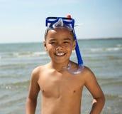 有废气管的微笑的小男孩 免版税库存照片