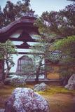 有庭院的传统日本房子 库存图片