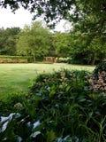 有庭院的典雅的乡间别墅 免版税库存照片