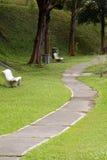 有庭院的自然道路 免版税图库摄影