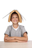 有开放书的男孩在头 图库摄影