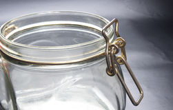 有开放盖帽举行的空的玻璃瓶子 库存图片