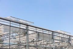 有开窗口的温室反对蓝天的透气的 免版税库存照片