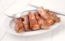 有开胃油煎的猪排白色木的盘子 库存图片