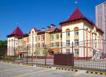 有异常的建筑学的现代幼儿园在街道Shishkov沃罗涅日上 免版税图库摄影