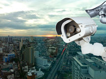 有弄脏的城市的CCTV在背景中 免版税库存图片
