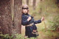 有弓箭的女孩 免版税库存图片