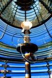 有引导的立标灯电灯泡的灯塔菲涅耳 免版税图库摄影