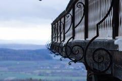 有弯曲的装饰的一个阳台成螺旋形有看法 免版税库存照片