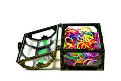 有弹性织布机充分结合颜色在白色backg的旁边箱子孤立 库存照片
