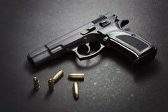 有弹药的手枪 图库摄影