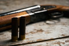 有弹药筒的狩猎步枪 图库摄影