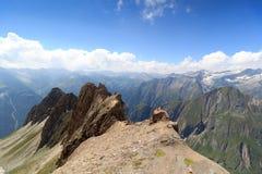 有强记Saule和col的Sajatscharte, Hohe Tauern阿尔卑斯,奥地利山全景 图库摄影
