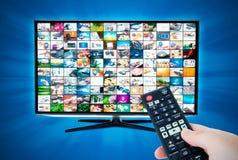 有录影画廊的宽银幕高清晰度电视屏幕 远程 免版税库存图片