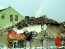 有彩虹的多雨索非亚-射击通过一块湿玻璃 库存图片