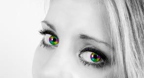 有彩虹色的眼睛的美丽的妇女 库存照片