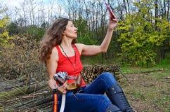 有影片照相机的妇女 免版税库存图片