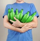 有很多瓶的消费者啤酒 免版税图库摄影