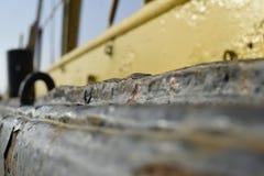 有很多铁锈的老摒弃船 图库摄影